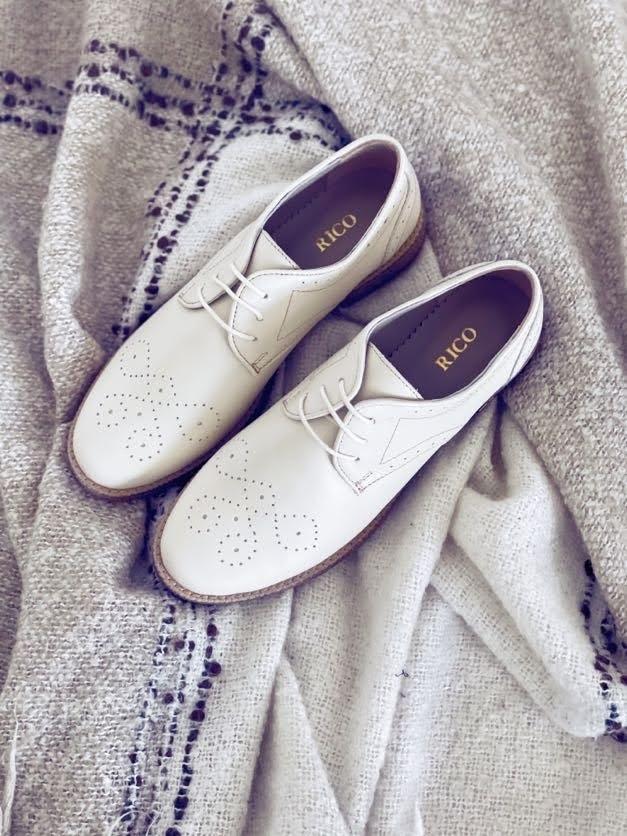 Pantofi dama cu siret crem