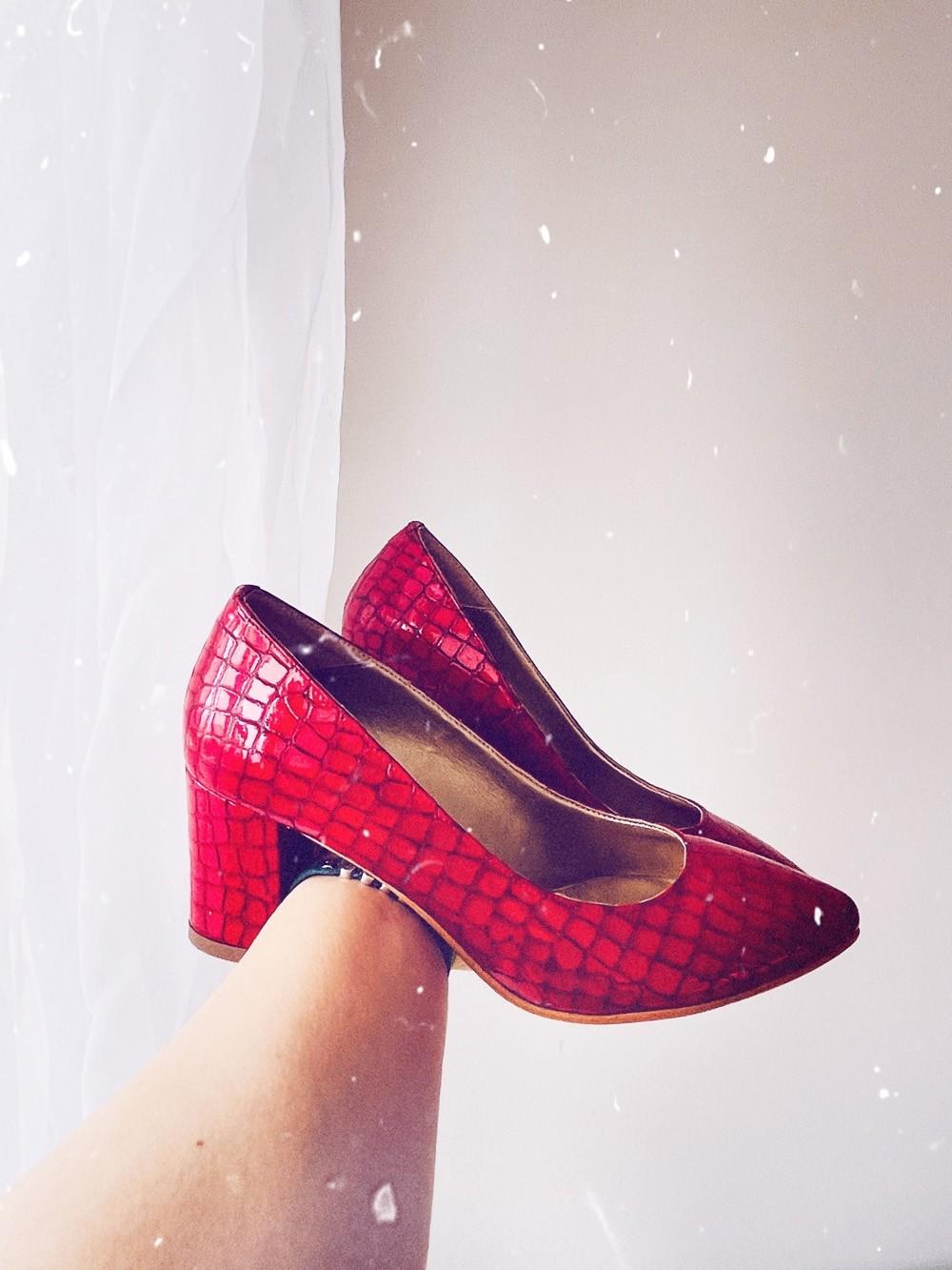 Pantofi dama pumps rosu croco cu toc gros