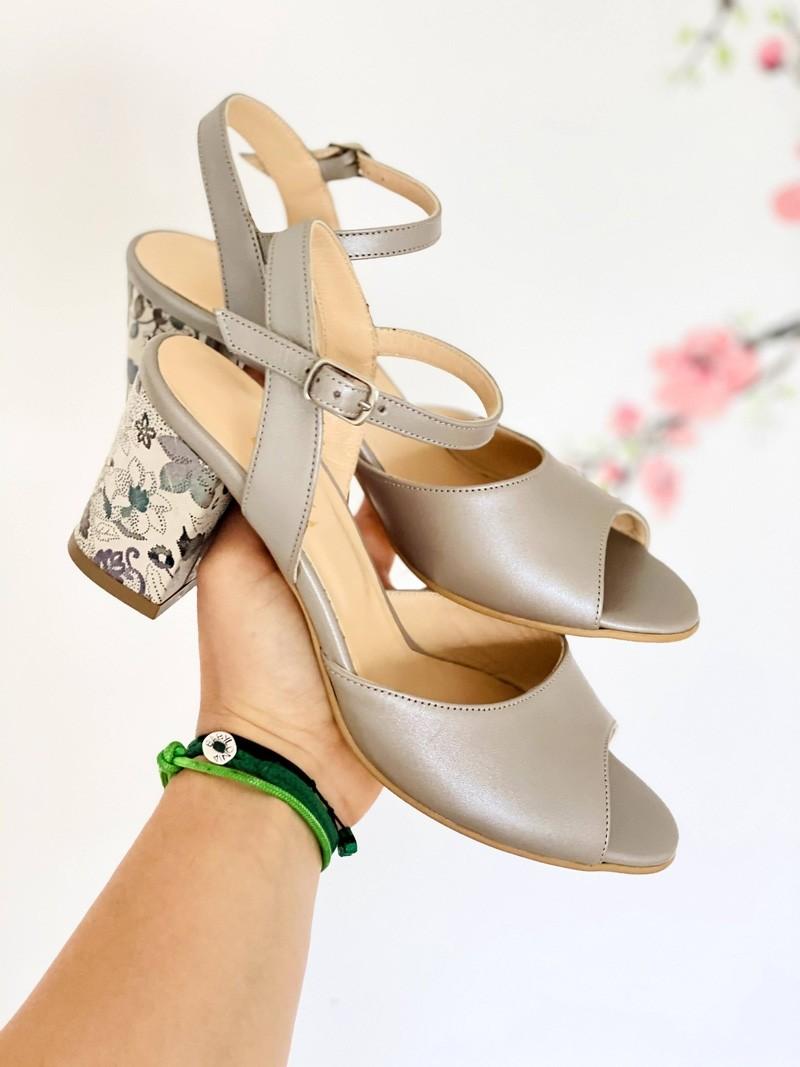 Sandale dama cu toc din piele gri sidef