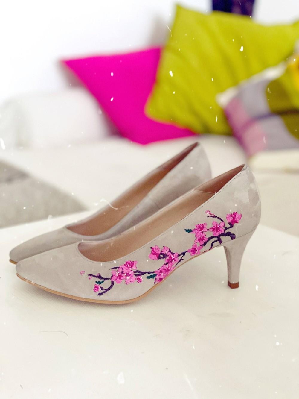 Pantofi dama stiletto cu toc mic si broderie din flori multicolor - Nude